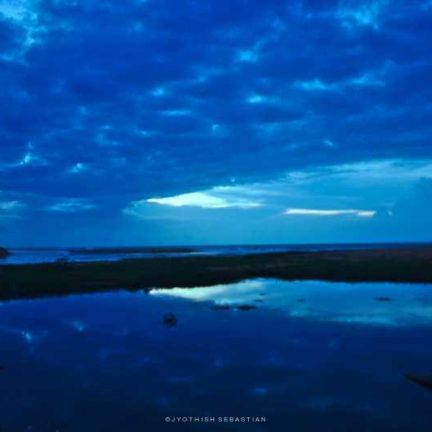 Reflections when Veli lake meets Arabian sea